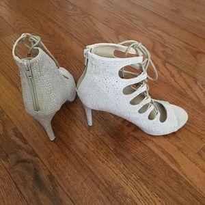 Bongo Champagne / Tan colored heels